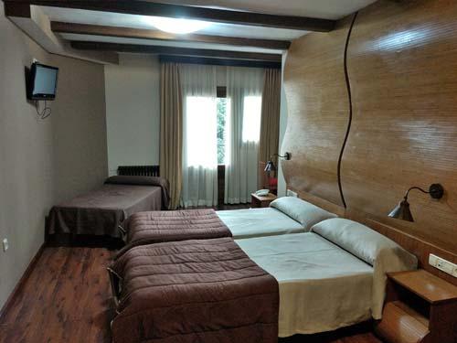 habitaciones triples hotel en sierra nevada 2